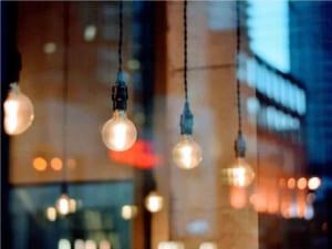 Сьогодні в Ужгороді ремонтують лінію вуличного освітлення на вул. О. Довженка