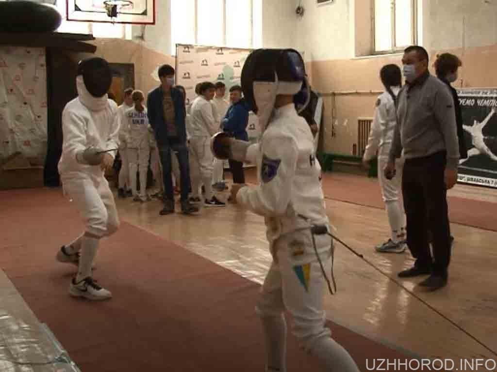 Турнір з фехтування стартував фото