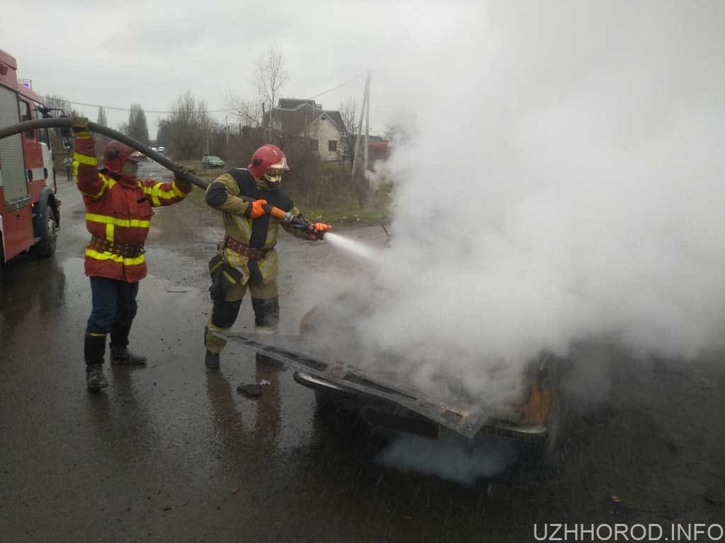 загорівся автомобіль фото