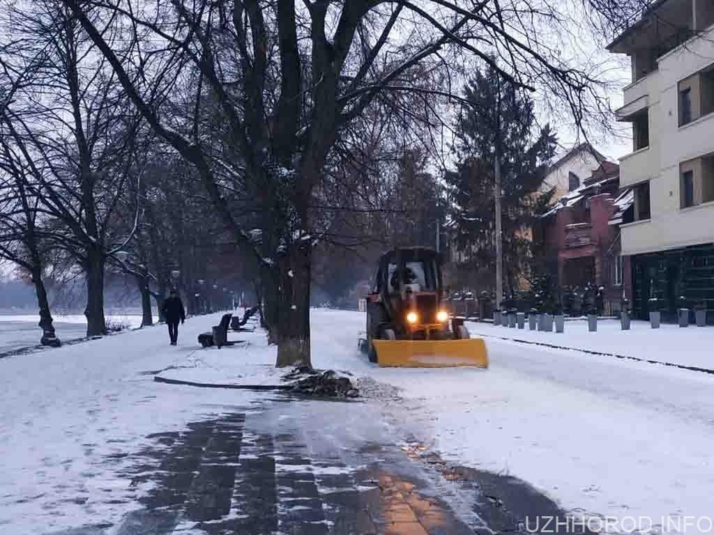 трактор сніг прибирають фото