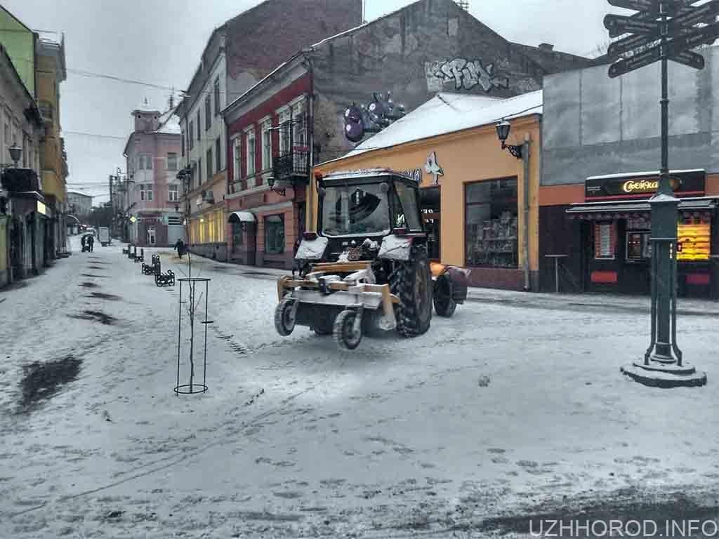 трактор Ужгород прибирання сніг фото