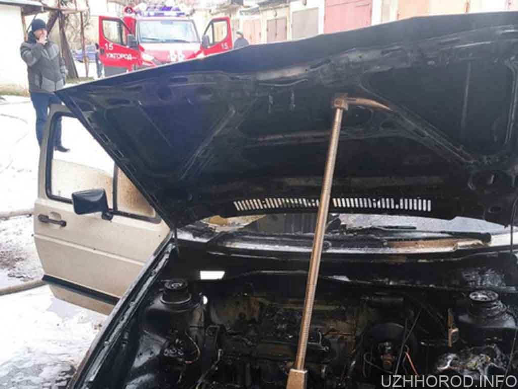 В Ужгороді в гаражі загорівся автомобіль фото