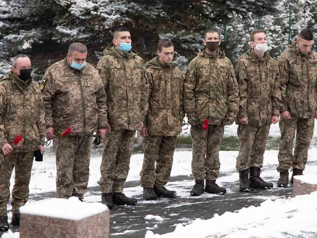 вшанували подвиг учасників бойових дій у Дебальцеві фото