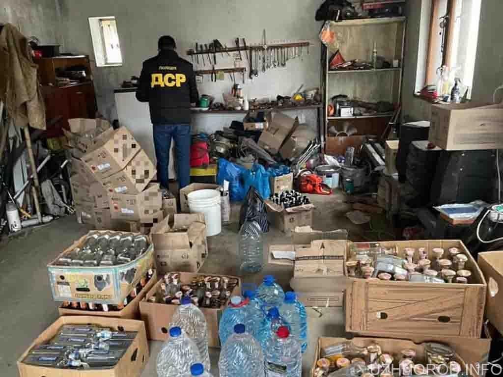 В Ужгороді поліцейські припинили злочинну діяльність з виготовлення підакцизних товарів