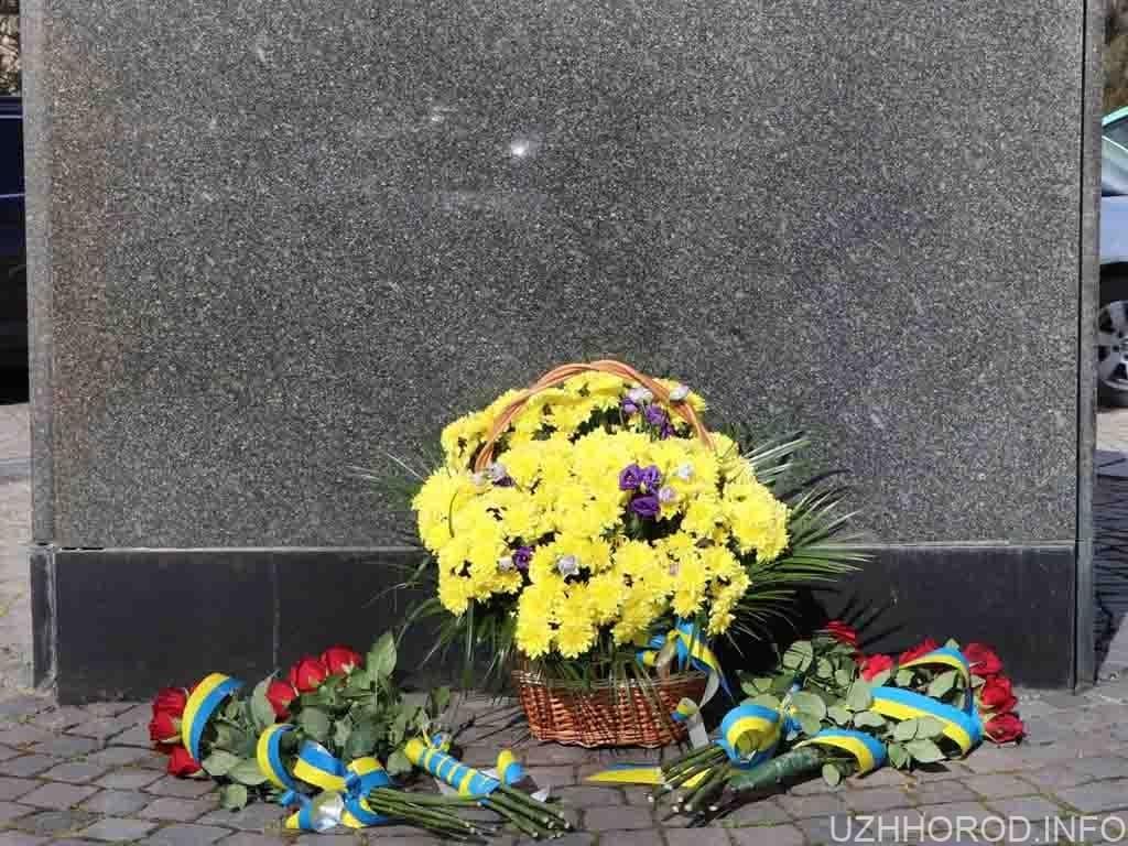 пам'ятник Шевченко Свято фото