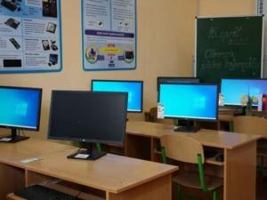 Сучасний комп'ютерний клас відкрили в Ужгородській спеціалізованій загальноосвітній школі I-III ст. №4