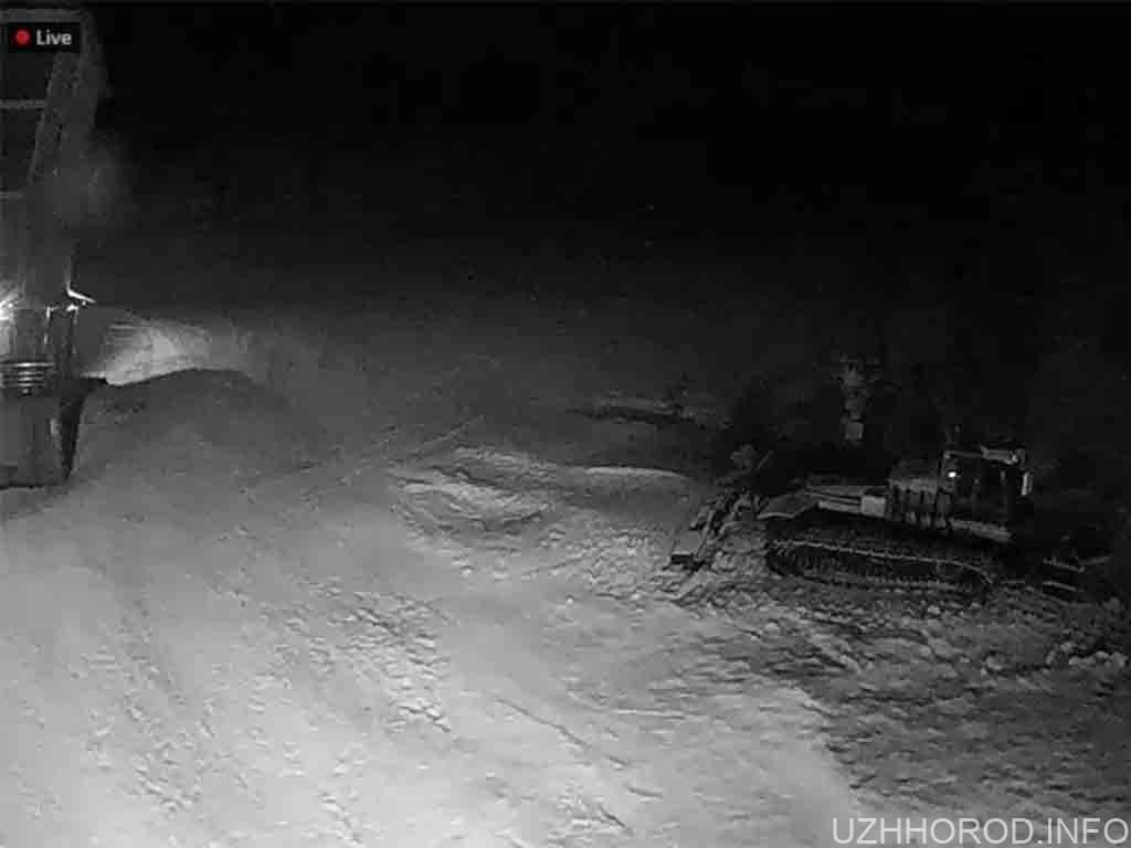 На закарпатському гірськолижному курорті випав сніг