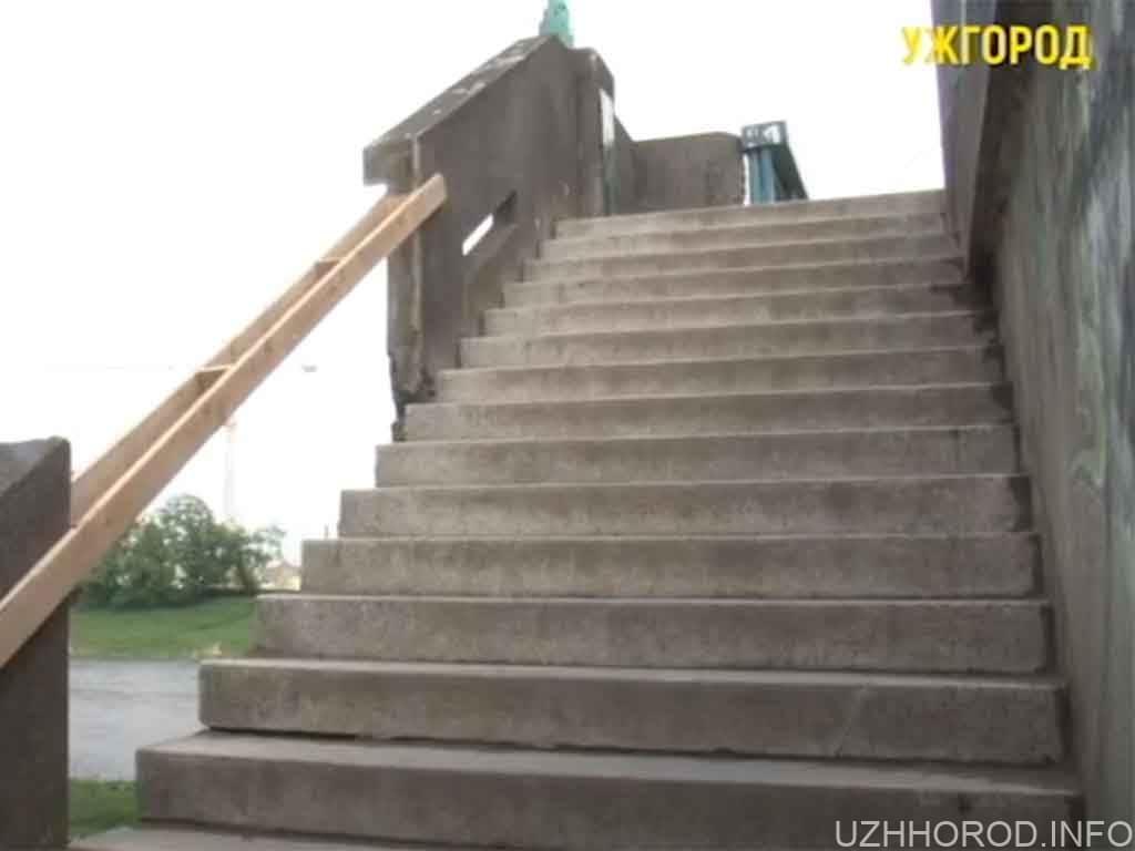 Близько 3 тижнів ремонтуватимуть перила на мосту Масарика в Ужгороді (ВІДЕО)