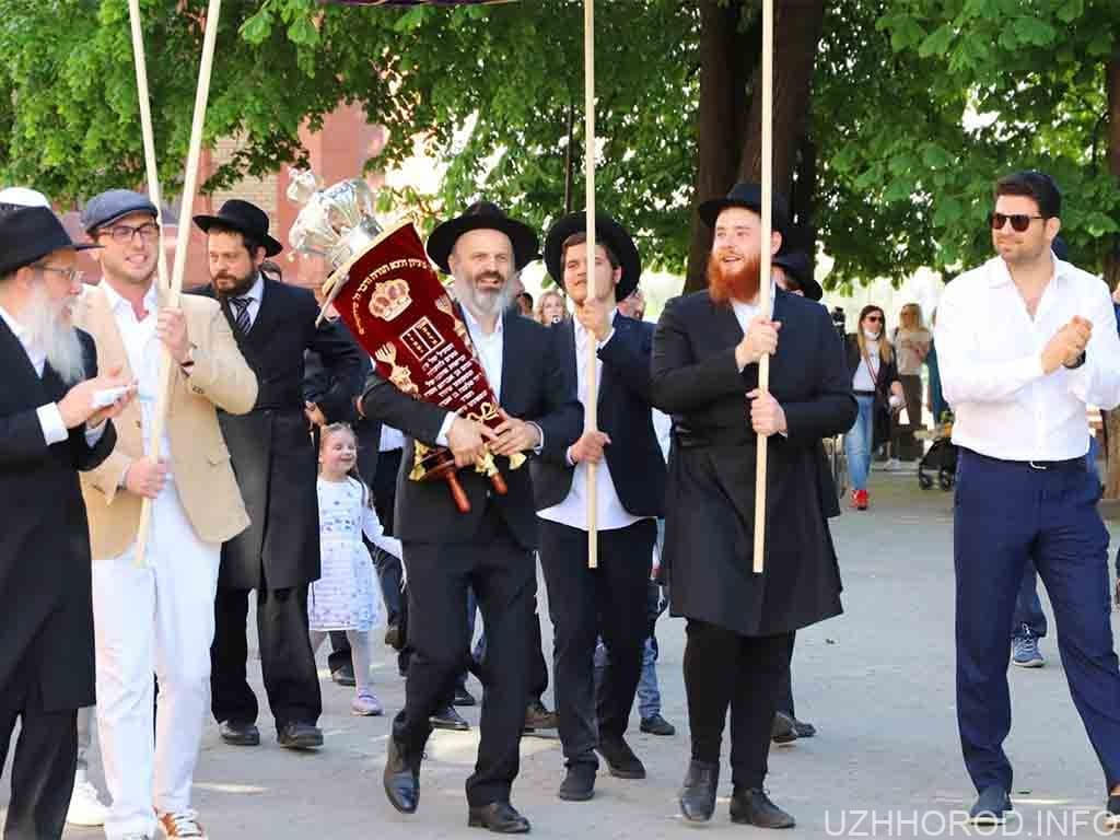 Свято Ахнасат Сефер Тора відбулося напередодні в Ужгороді