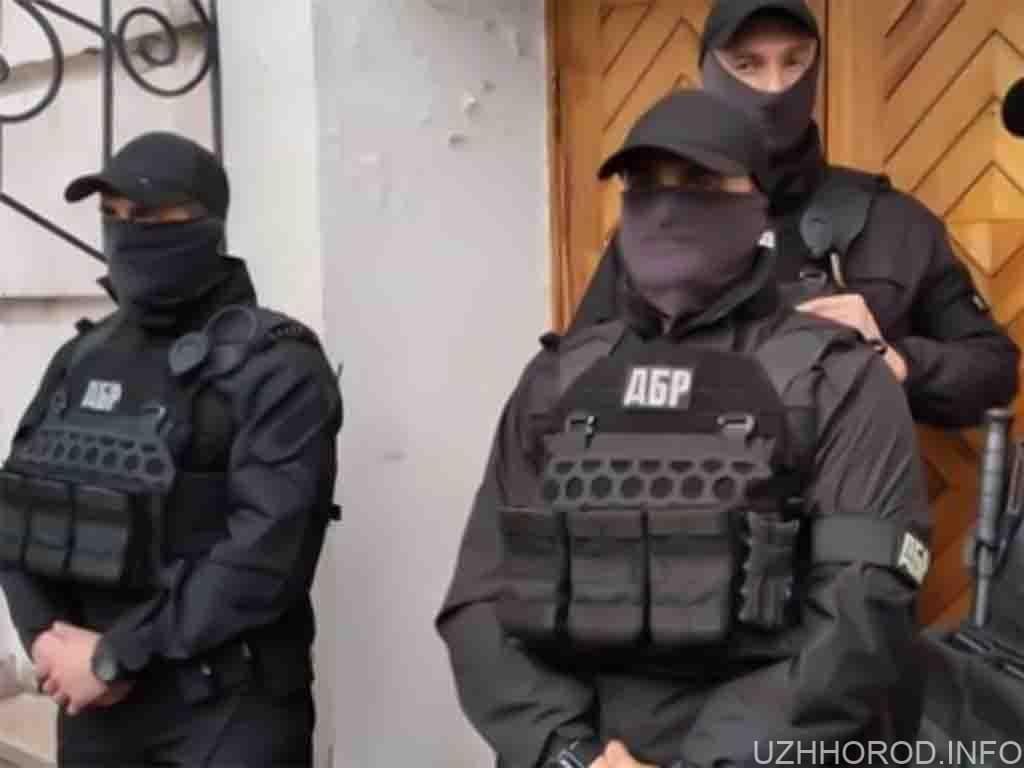 Посадовцю ДФС на Закарпатті оголосили про підозру: притягнув до відповідальності невинувату особу