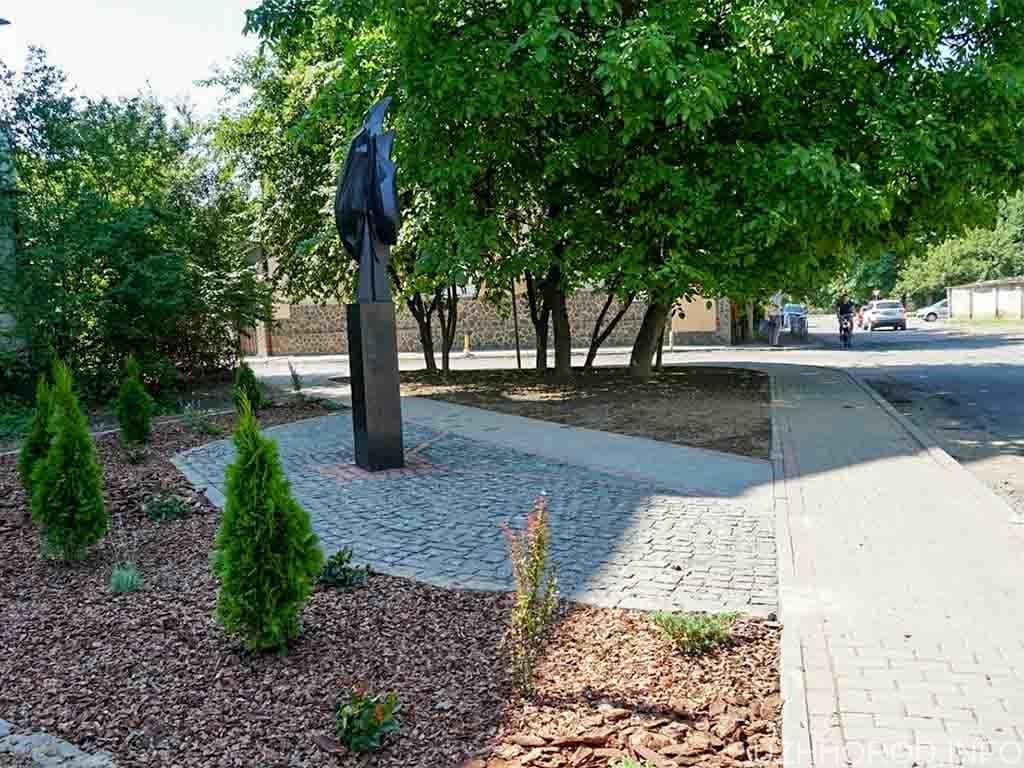 Оновили пам`ятник «Розірваний лист життя» на вулиці Адольфа Добрянського