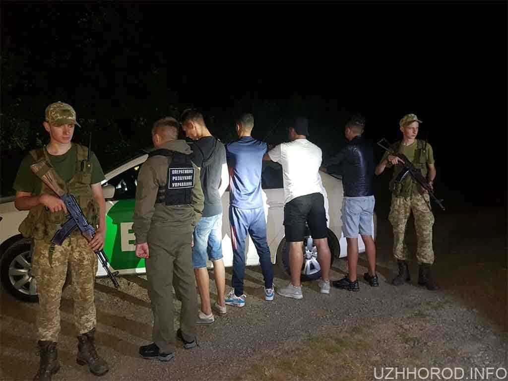 Біля Ужгорода затримали трьох нелегалів із Алжиру, що їхали у таксі