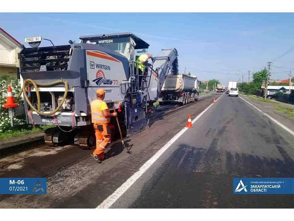Сьогодні ремонтують дорожнє покриття між Ужгородом та Мукачево