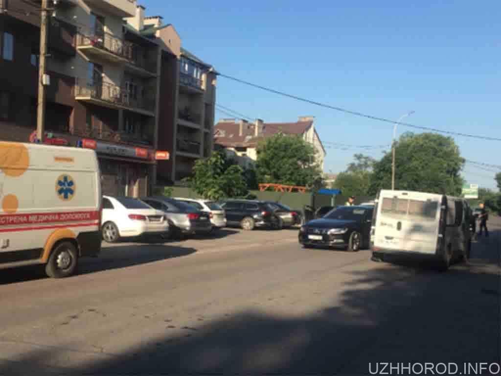 В Ужгороді мікроавтобус врізався у легковий автомобіль