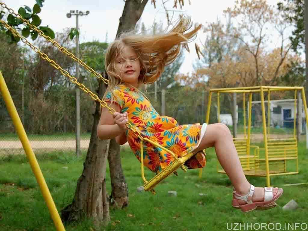 дитячий майданчик дитина дівчина фото