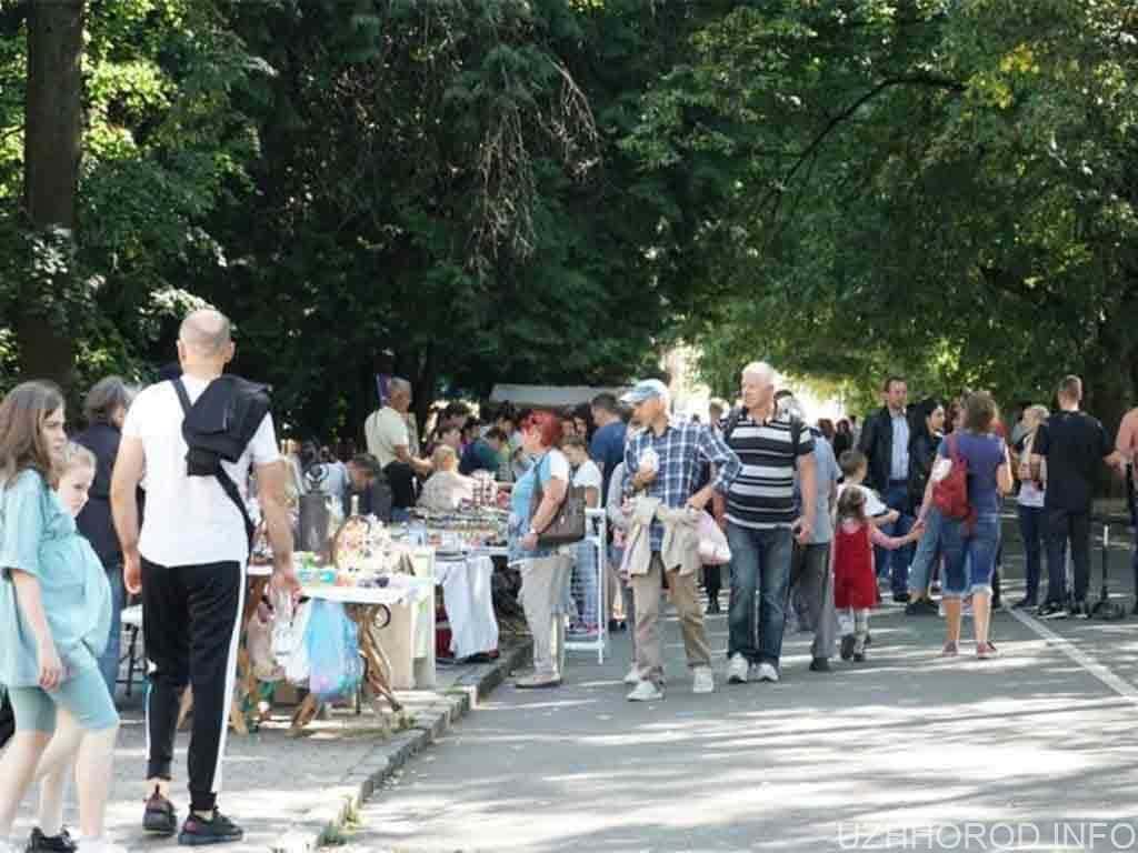 «Солодка вуличка» до Дня Ужгорода – на набережній Незалежності (ФОТО)