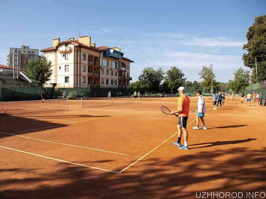 В Ужгороді стартував тенісний турнір до Дня міста