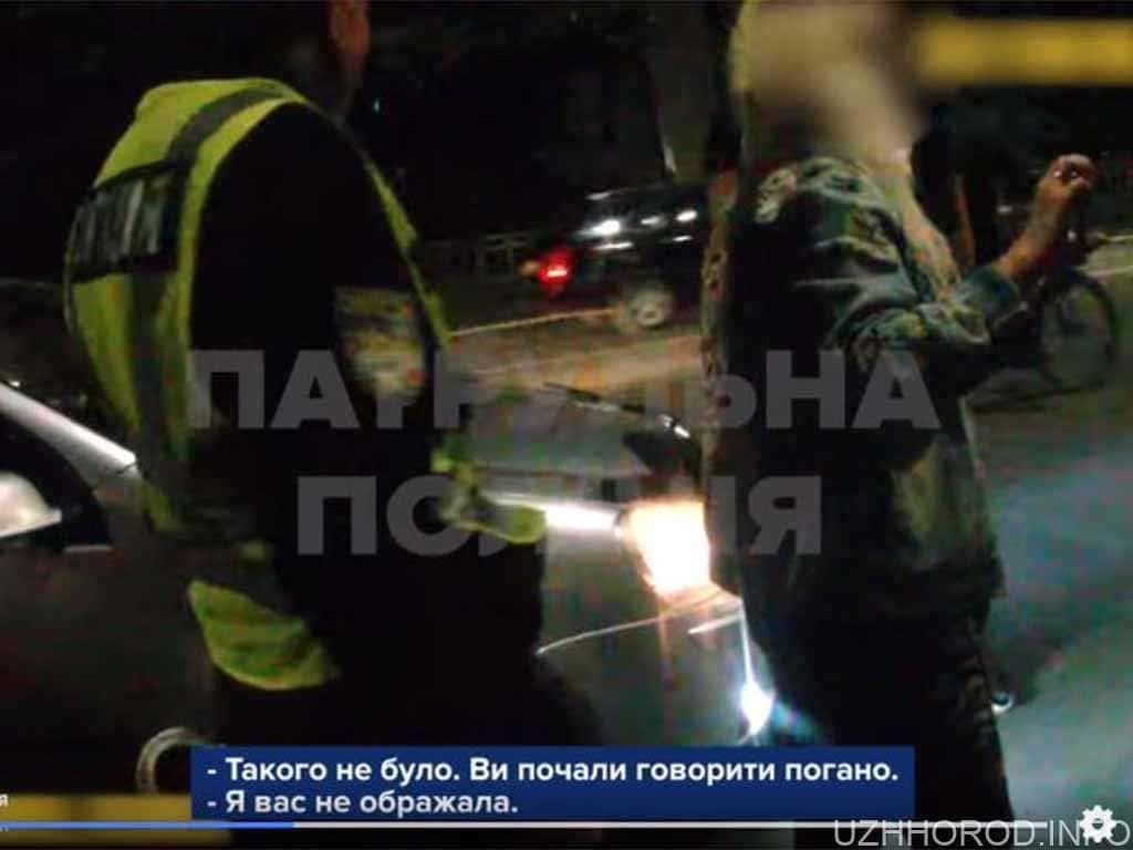 В Ужгороді патрульні затримали жінку та чоловіка, які поводили себе агресивно (ВІДЕО)
