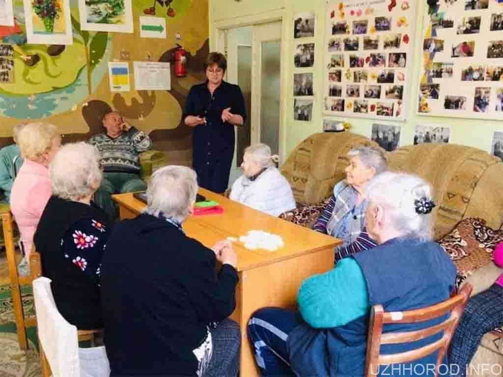 До Дня людей похилого віку у міському терцентрі організували дозвілля для підопічних