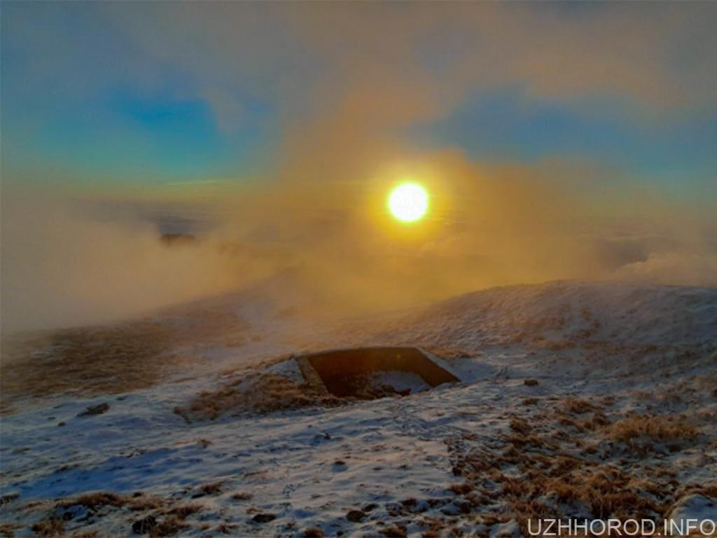 Фото дня: Ранковий засніжений Піп Іван у променях сонця